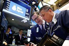 Dow Jones Industrial Average naik 16 poin atau kurang dari 0,1% pada 23.365, indeks S & P 500 menambahkan 2 poin atau 0,1% pada 2.575, sedangkan Indeks Komposit Nasdaq naik paling tinggi di antara saham benchmark ekuitasnya, naik 0,3 % di 6,716.  baca Equityworld Futures Pusat : Indeks Saham Asia Di Prediksi Akan Naik Untuk Yang Keempat Kalinya Karena Di Tunjang Pertumbuhan Ekonomi Yang Solid  Dalam berita perusahaan, saham Under Armour Inc meluncur pada peringatan miss dan profit, saham…