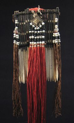 bone hair comb from Vietnam that stands high. It has a red cotton pompom and red and brown twisted silk dangling threads with black and white glass trade beads. Tribal Jewelry, Beaded Jewelry, Silver Jewelry, Rhinestone Jewelry, Antique Jewelry, Wood Inlay Rings, Decorative Hair Combs, Tribal Hair, Art Premier
