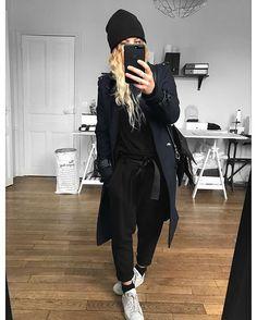 Pull et bonnet #eponymcreation sur @meleponym manteau #thekooples sur @thekooplesofficial pantalon #claudiepierlot (old) baskets #stansmith (old)
