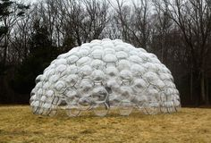 Made up of hundreds of TPU balls. Each segment was attached to its neighbour and the entire structure emerged without any external pressure or support. The design is reminiscent of Buckminster Fuller's geodesic domes. Parametric Architecture, Eco Architecture, Concept Architecture, Temporary Architecture, Buckminster Fuller, Dome House, 3d Texture, Geodesic Dome, Prefab Homes