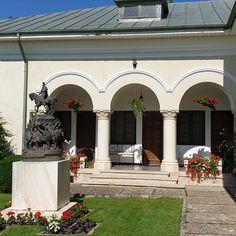 Manastirea Dealu Targoviste Home Fashion, Romania, Garage Doors, Mansions, House Styles, Outdoor Decor, Home Decor, Decoration Home, Manor Houses