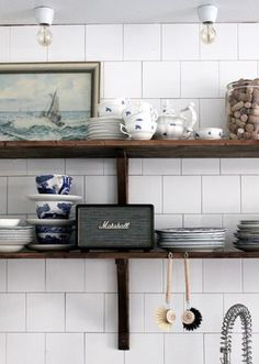 Vintage kitchen items displayed in open shelves with maritime accessories #vintagekitchen #maritimedecor