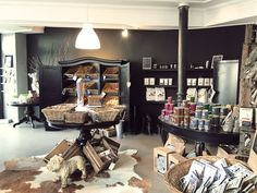 Martha & Lotte – Dog store/Hundeladen in Mannheim, Germany - Pets Ideas Dog Grooming Shop, Dog Grooming Salons, Dog Shop, Pet Store Display, Corner Summer House, Gift Shop Displays, Puppy Room, Pet Hotel, Pet Supply Stores