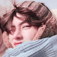 Bts Taehyung, Jimin, Bobbies Shoes, Seulgi, Cute Photos, Bts Photo, Boy Groups, Winter Hats, Kpop