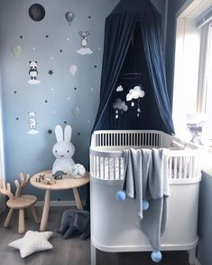 From light greys to deep blues, we love color palette for her baby boy's room! And because you can never have too many teddy bears, why not stick some on the walls for some added cuteness? Baby Bedroom, Baby Boy Rooms, Baby Room Decor, Baby Boy Nurseries, Kids Bedroom, Room Boys, Grey Nursery Boy, Nursery Room, Miffy Lampe