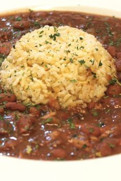 Red Beans and Rice This southern style red beans and rice recipe is slow cooked to perfection. A delicious dish to serve as a side or main course! - Slow Cooker Red Beans and Rice Crock Pot Recipes, Bean Recipes, Slow Cooker Recipes, Cooking Recipes, Crockpot Meals, Recipes With Rice, Fish Recipes, Cooking Pasta, Chicken Recipes