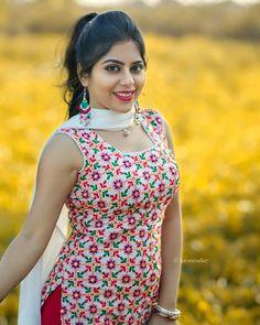 """(っ◔◡◔)っ ♥ Insta top Models ♥ on Instagram: """"Follow @cutie.cute_01 for more Dm for shoutouts . . In frame @sayanisaha7 . . . . #sareeaddict #sareegermany #sareesnewyork…"""" Beautiful Girl In India, Beautiful Blonde Girl, Beautiful Girl Image, Beautiful Women, Indian Actress Hot Pics, Beautiful Indian Actress, Actress Photos, Beautiful Actresses, Cute Beauty"""