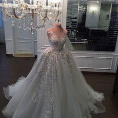 Dream gown. Does anyone know the name/designer? I'm in love