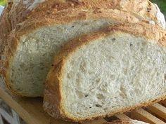 Cómo hacer Pan de campo. Amasamos durante aproximadamente 20 minutos todos los ingredientes menos la mantequilla, levadura y las semillas, que las añadiremos 10 minutos antes de finalizar el