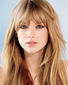 She is soo pretty I love her hair