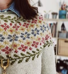 Floral knit sweater Fair Isle Knitting Patterns, Fair Isle Pattern, Knitting Charts, Sweater Knitting Patterns, Knitting Designs, Knit Patterns, Pullover Design, Sweater Design, Harry Potter Knit