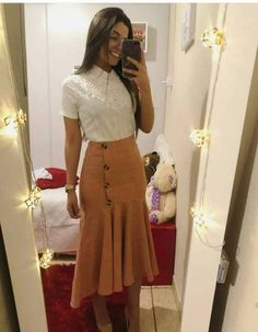 Moda evangelica jovem feminina Super Ideas in 2020 Modest Dresses, Modest Outfits, Skirt Outfits, Modest Fashion, Casual Outfits, Fashion Dresses, Cute Outfits, Cute Church Outfits, Glasses Outfit