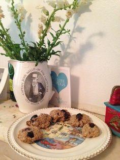 Urban Hounds: Tasty Tuesday: Blueberry Peanut Butter Oatballs