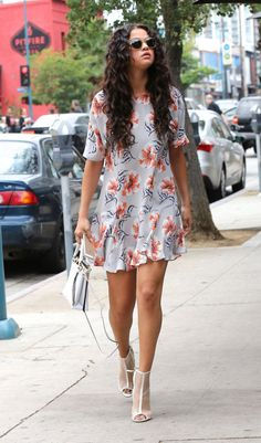 Selena Gomez heads to lunch at Electric Bar & Grill in Studio City wearing a floral Topshop dress, August Simple Dresses, Cute Dresses, Casual Dresses, Casual Outfits, Fashion Dresses, Summer Dresses, Casual Clothes, Hijab Casual, Fashion Shirts