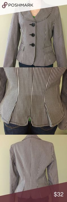 """Nine West Black & White Checkered Blazer So Cute!!! Great condition...Can be casual or dressed up...three buttons on front with two pockets with flap still nearly all sewn shut. No buttons on sleeves but two pleats in back with a """"V"""" cutout(see pic 2)...Would go great with jeans, khakis or a pencil skirt💕 Size 6 it measures 18"""" across chest laying flat with all buttons fastened and 21"""" long. Bundle to save more plus ⚡️📦📫😁💕 Nine West Jackets & Coats Blazers"""