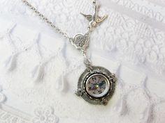 Silver Compass Necklace - Silver Homeward Bound - Jewelry by BirdzNbeez - Mother's Day Wedding Birthday Graduation par birdzNbeez sur Etsy https://www.etsy.com/fr/listing/188623997/silver-compass-necklace-silver-homeward