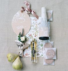 In a preview of the celebration, welcome baskets for out-of-town guests brimmed with tiny bouquets, pears, mini bottles of @stgermaindrinks and Champagne, and Swedish cookies. See more of this Minnesota fête by clicking through the link in our bio or picking up our new special issue. : @elizabethmessina   @velvet_raptor @almaandfrancis   @mimiweddings #marthaweddings