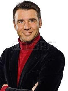 uomini maturi: uomo caucasico bel ritratto sorridente le braccia incrociate seduttore cheerfull ritratto in studio isolato su bianco backgound