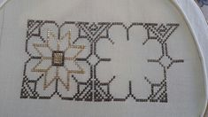 This Pin was discovered by GOG Cross Stitch Borders, Cross Stitching, Cross Stitch Patterns, Wool Embroidery, Cross Stitch Embroidery, Monks Cloth, Diy And Crafts, Rugs, Handmade