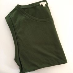 J.Crew (M) Olive Green Tee J.Crew Size Medium  Olive Colored Tee Relaxed Fit 60% Cotton  40% Polyester NWOT OBO J. Crew Tops Tees - Short Sleeve