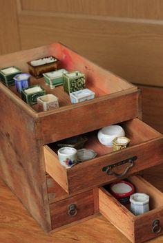 ~ Mini pots for tiny bonsai ~ チョコレート盆々-古いもの ~