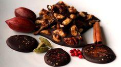 A chi non piacerebbe ricevere dei cioccolatini per Natale? Scopri come preparare dei cioccolatini originali e speciali dal sapore differente.
