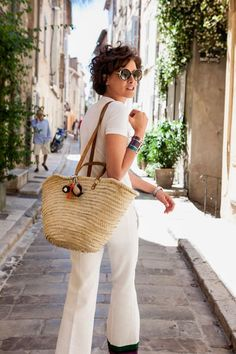 Ines de la Fressange proves that classics combined with choice accessories and a carefree attitude makes Summer French Girl Style a breeze at any age. French Girl Style, French Chic, Style Outfits, Summer Outfits, Fashion Outfits, Cute Fashion, Look Fashion, Style Parisienne, Casual Chique