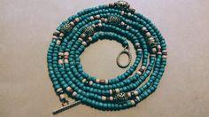 DIY African Waist Beads Body Jewelry, Wire Jewelry, Sand Crafts, Diy Crafts, Waist Beads African, Beaded Bracelets Tutorial, Craft Ideas, Diy Ideas, Party Ideas