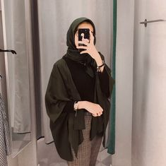 C - hijab outfit Modern Hijab Fashion, Street Hijab Fashion, Hijab Fashion Inspiration, Muslim Fashion, Modest Fashion, Fashion Outfits, Hijab Casual, Hijab Chic, Casual Outfits