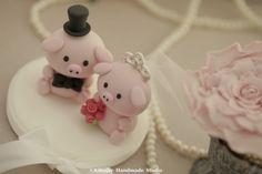 love Piggy and Piglet wedding cake topper #weddingdetails #handmadewedding #claydoll #animalscaketopper #cakedecor