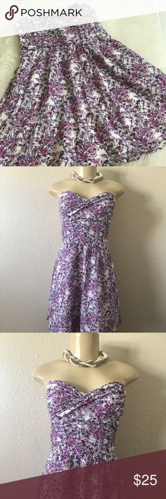 Express lilac floral dress In great condition. Only worn a few times. No flaws or loose threads. Size 4. Has expandable back. Size hidden zipper. A lined skirt. Sweetheart neckline. Measurements laying flat. Length 27in. Bust 14in. Circle skirt. Express Dresses Strapless