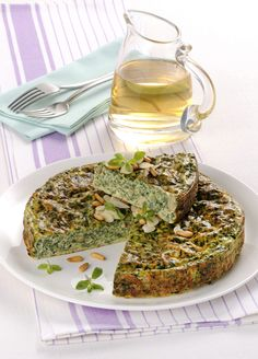 Un secondo piatto tradizionale e saporito: la frittata. Provata a realizzarla con bietole, ricotta e pinoli seguendo questa facile e rapida ricetta.