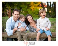 Colorado photographer's ideas on how towork with cranky kids at a family photo shoot! Unique Family Photos, Family Pics, Couple Photos, Pic Pose, Picture Poses, Picture Ideas, Photo Ideas, Family Photography, Photography Poses