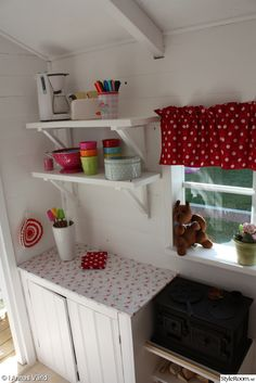 Ellas och Hugos lilla hus - Ett inredningsalbum på StyleRoom av houseandgarden Playhouse Decor, Playhouse Interior, Garden Playhouse, Girls Playhouse, Shed Interior, Build A Playhouse, Playhouse Outdoor, Cubby Houses, Play Houses