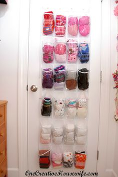 One Creative Housewife:  Shoe organizer for tights
