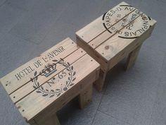 banquitos de madera con estampa