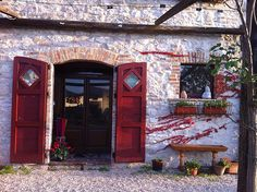 The main door. Volti di Pietra Bed and Breakfast. Sassoferrato - Marche - Italy