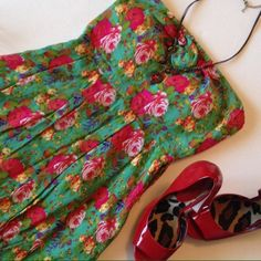 🎉HOST PICK🎉 Floral Strapless Dress I have never been a floral person. But this dress I really loved. I only wore it a couple times. But it made me feel amazing every time. Pair it with the right heels and you'll have legs for days! ((Had a belt at one point but I have since misplaced it - therefore belt is not included)) Dresses Strapless
