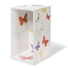 Nicho branco adesivado com borboletas. Decorative Boxes, House, Home Decor, Home Accessories, Butterflies, Creativity, Ideas, Romanticism, Felt