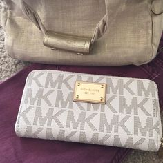 Spotted while shopping on Poshmark: Brand new Michael kors wallet. ! #poshmark #fashion #shopping #style #MICHAEL Michael Kors #Handbags