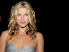 Luxurious glitter and glamour Ali Larter Ali Larter, Jessica Brown Findlay, Emily Bett Rickards, Glamour Magazine, Hollywood Celebrities, Famous Women, Beautiful Celebrities, Beautiful Women, Celebrity Pictures