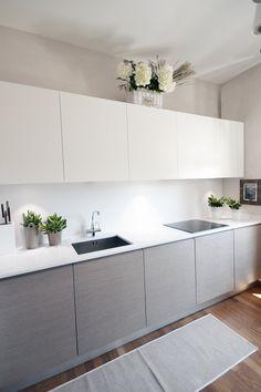 View full picture gallery of Villa - Colline Marchigiane Kitchen Cupboard Designs, Kitchen Room Design, Modern Kitchen Design, Home Decor Kitchen, Interior Design Kitchen, Home Kitchens, Light Grey Kitchens, Small Modern Kitchens, Cuisines Design