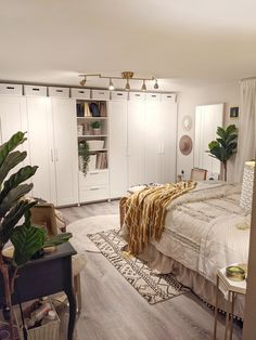 Bright Cozy White and Tan Vintage Bohemian Glam Bedroom Black And Cream Bedroom, Grey And Gold Bedroom, Tan Bedroom, Gold Bedroom Decor, Grey Room, Bedroom Green, Room Ideas Bedroom, Bedroom Colors, Cozy Bedroom