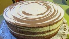 Když svým hostům naservírujete tento tvarohový dort, budou Vás dost možná podezřívat z toho, že jste ho zakoupili v nejbližší cukrárně. Je totiž božsky dobrý. Také jeho zebrovité vzorování a hladký vzhled je pastvou pro oko. Náplň je totiž vrstvena do výšky a tak je korpus ukrytý bod bohatým nánosem …
