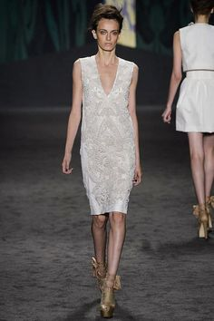 Vera Wang Spring 2013 Ready-to-Wear Collection Slideshow on Style.com