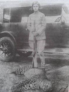 Maharani Gayatri Devi with her 1st Panther -aged 13.jpg