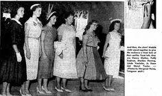 """""""De dónde sacaba el tiempo para, además de «llevar prácticamente aquella enorme casa», ser de las primeras de la clase y jefe de curso, una de las organizadoras del Programa de la Liga Metodista del club 4- H, hábil jinete, saber música (tocaba el piano y el clarinete muy bien), ganar anualmente los concursos en las ferias de la región (repostería, conservas, labores, floristería)... cómo una muchacha que todavía no había cumplido los diecisiete podía sobrellevar semejante carga..""""."""