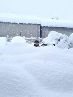 【画像】 山梨の積雪量が1mを突破! もはや人の住めるところじゃねえと話題に
