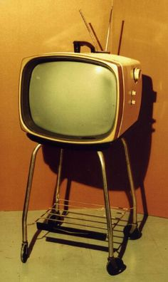 Are there any analog TVs left at the store? Old Technology, Futuristic Technology, Retro Futuristic, Vintage Television, Television Set, Television Program, Portable Tv, Retro Radios, Old Tv Shows