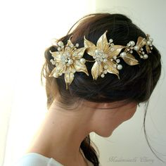 Flower wedding hair jewelry, floral bridal headpiece with gold flowers and rhinestones, wedding flowery hair jewel, wedding flower tiara by MademoiselleCherry on Etsy https://www.etsy.com/listing/495242766/flower-wedding-hair-jewelry-floral